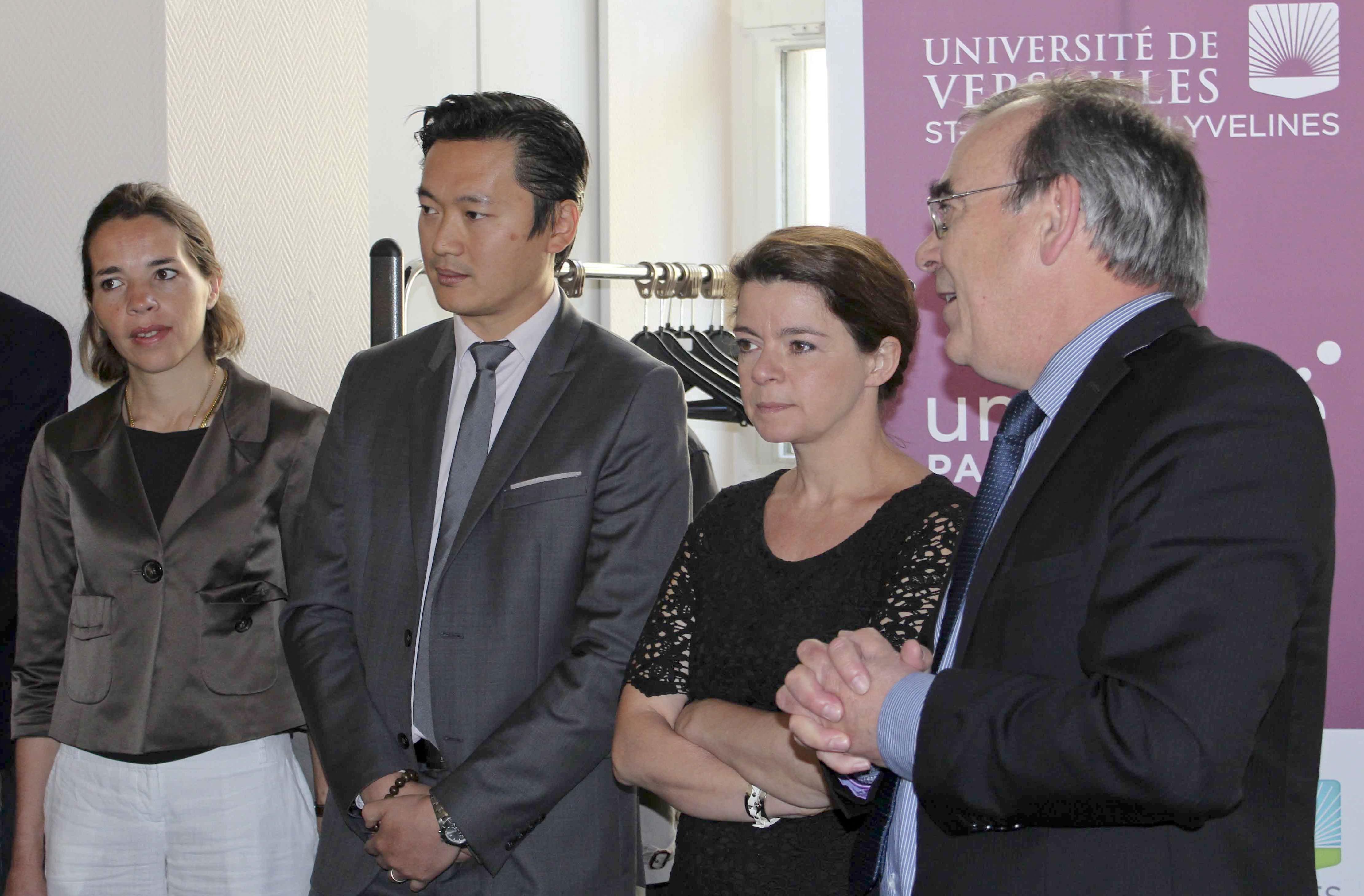 La Poste remet à l'UVSQ un chèque de 51 930 € au titre de son versement de la taxe d'apprentissage