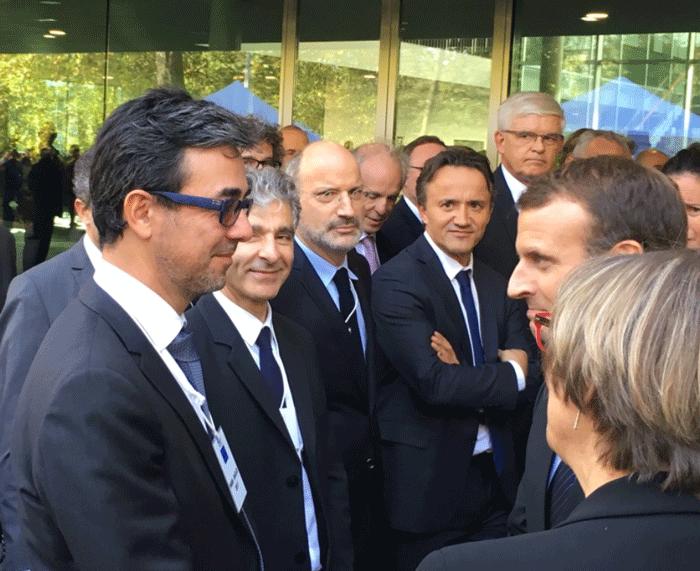 Le président de la République, Emmanuel Macron, rencontrant Alain Bui, le président de l'UVSQ